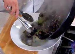 Vigorously tossed mussels